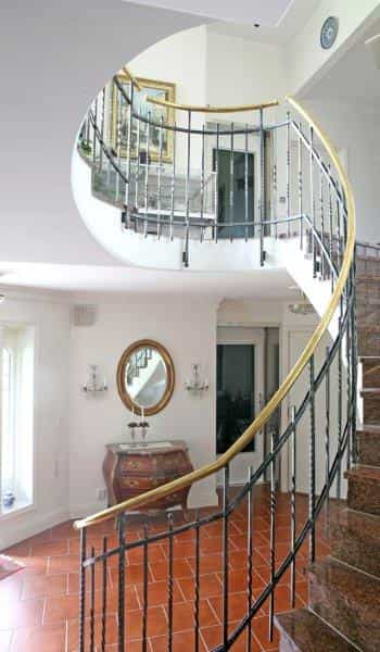 Qube home lift with staircase1 - Qube Home Lift