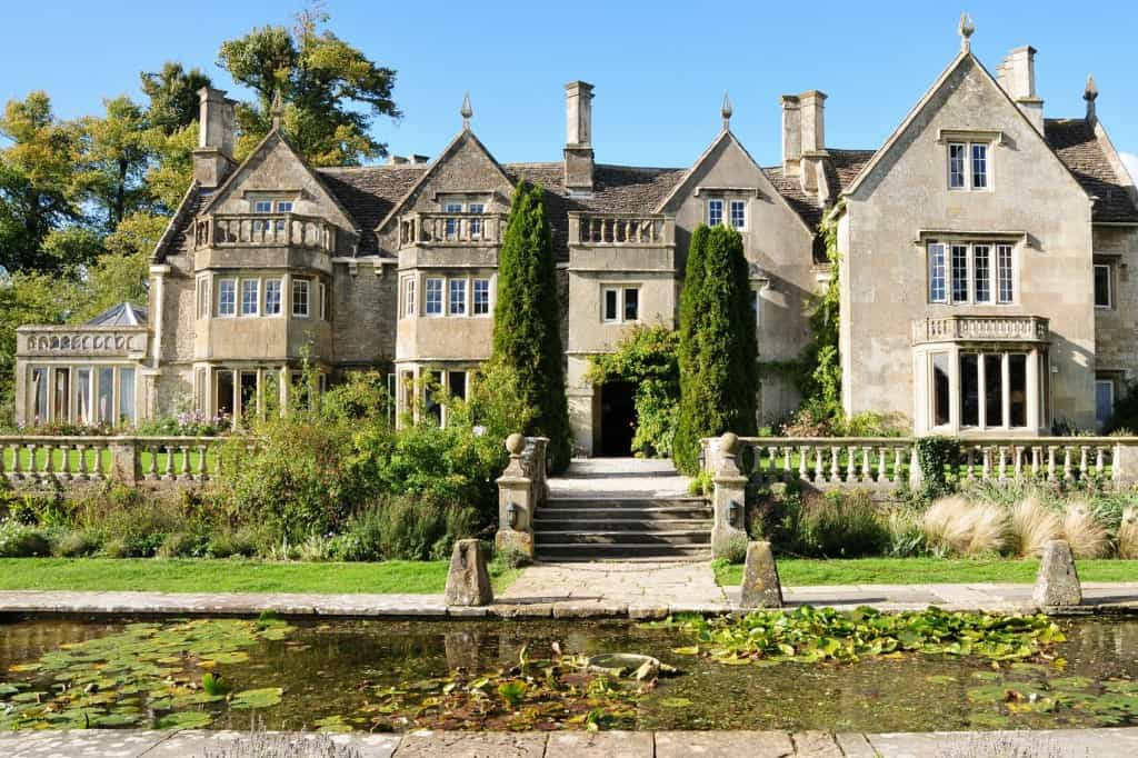Country Mansion iStock 000021230710 Medium 1024x682 - What to Consider When Renovating or Upgrading a Listed Building