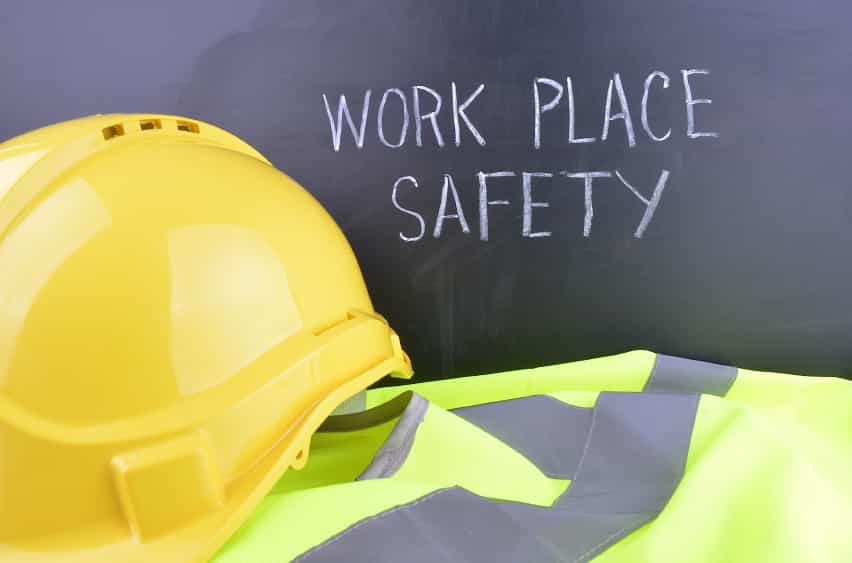 hard hat safety iStock 000060649530 Small - CONTRACTORS: HOW TO COMMUNICATE BETTER WITH YOUR CLIENTS