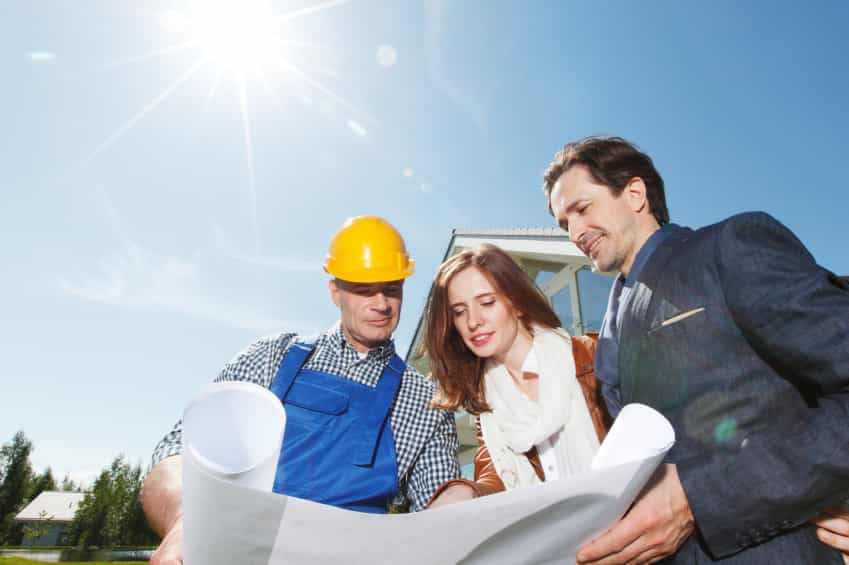 showing plans iStock 000079376061 Small - Building Contractors: Building an Excellent Relationship with Your Client