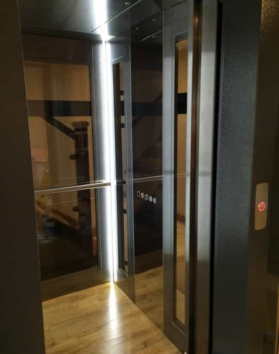Glass Lift with led lighting 575x730 - Hydraulic 250