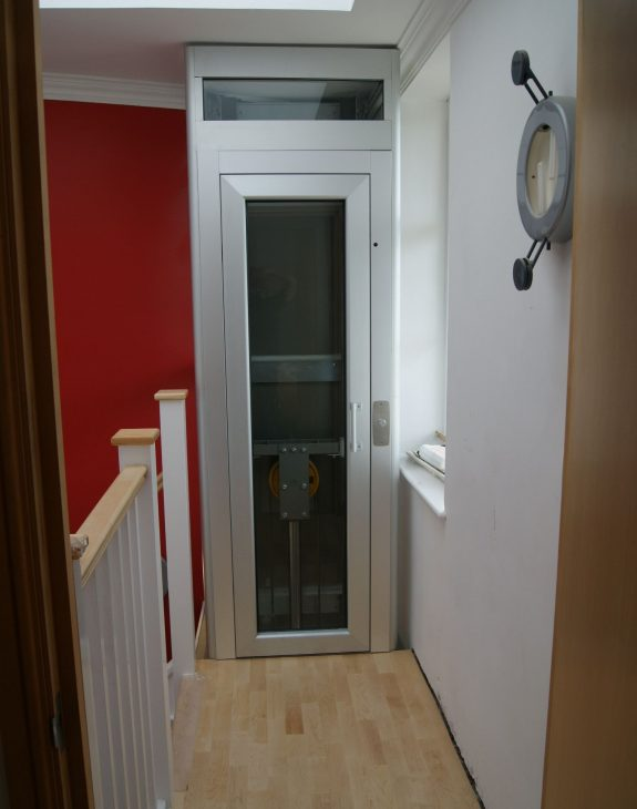 Bristol 2 575x730 - Extremely compact home lift in Bristol