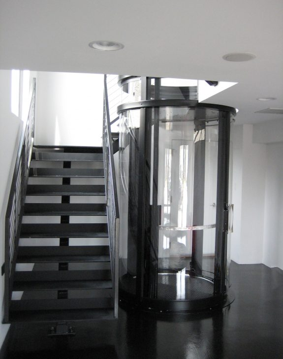 gallery savaria vuelift round wrap around staircase img fourteen two 575x730 - Round/Circular Lift